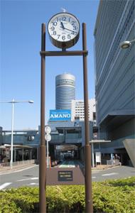 2015.3.31【社会奉仕】35周年記念事業として、新横浜駅前広場に時計を寄贈